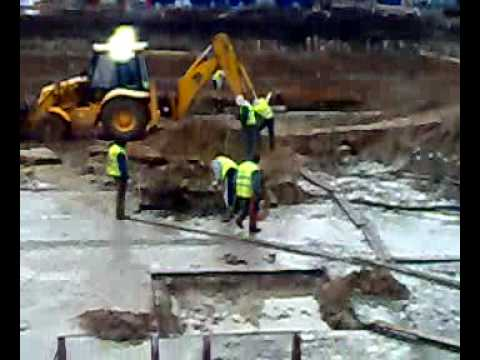 Śmieszny filmik -  śmiertelny wypadek na budowie