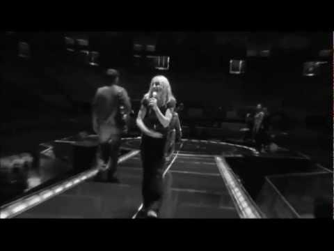 Madonna habla sobre Katy Perry y Canta un fragmento de I Kissed A Girl. (En español)