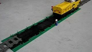 LEGO Track laying machine... and it works! 1