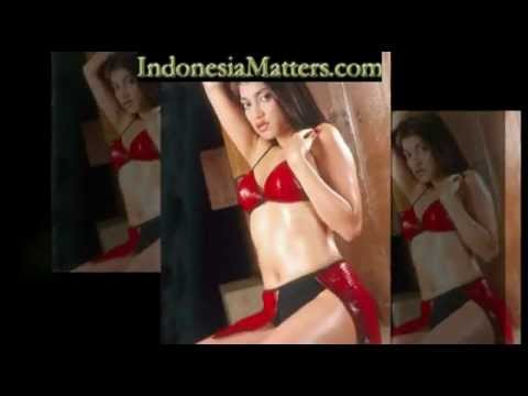 Bio Data & Video Sexy Sarah Azhari In Bikini video