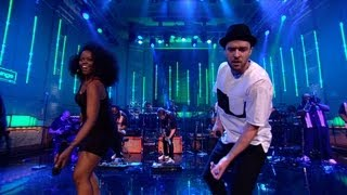 Download Lagu Justin Timberlake covers the Jacksons' Shake Your Body (Down To The Ground) in the Live Lounge Gratis STAFABAND