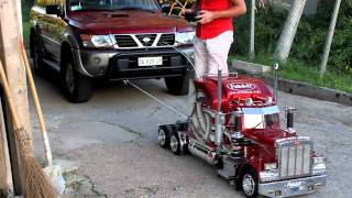 TruckModel Peterbilt 359 RC 1:4 Nissan Patrol vs. Peterbilt.mp4