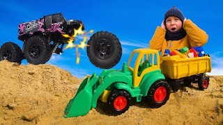 Весёлый Лёва Играет с Трактором и Машинками на радиоуправлении
