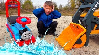 Funny Kids Ride on Car - Pretend Play with Magic Toys / The Tractor Power Wheels helps Thomas