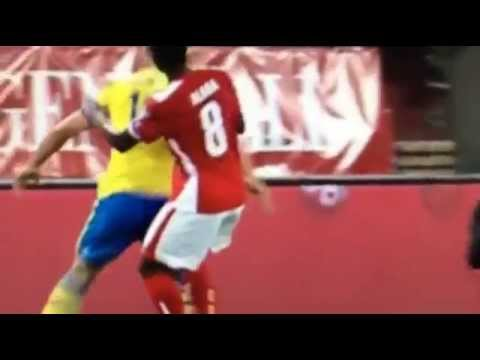 Le coup de coude de Zlatan Ibrahimovic sur David Alaba - Suède vs Autriche