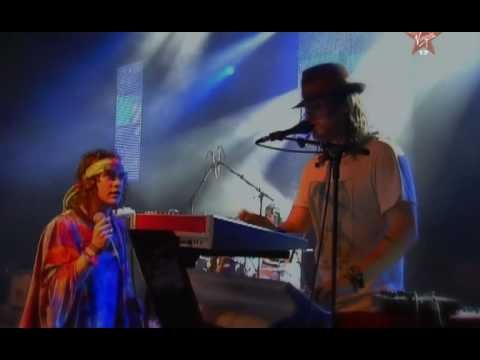 MGMT - Dancing On The Beach (live)