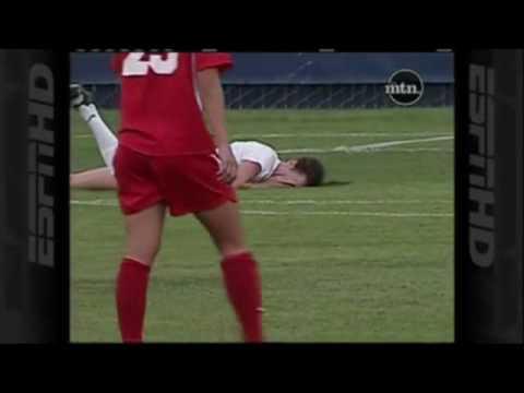Piłka Nożna Jest Brutalna - Gdy Grają Kobiety Także!!!