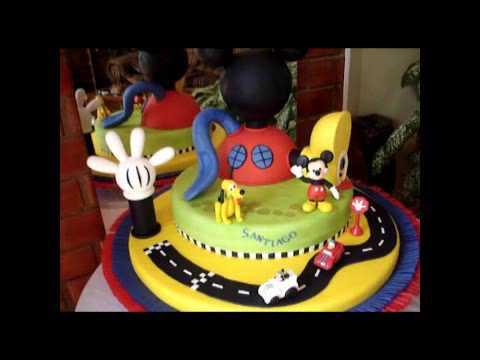 Mickey Mouse fondant clubhouse - www.tortasvicky.com