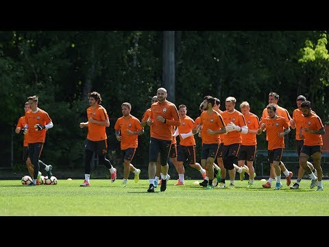 Open training session before the Shakhtar vs Dynamo match