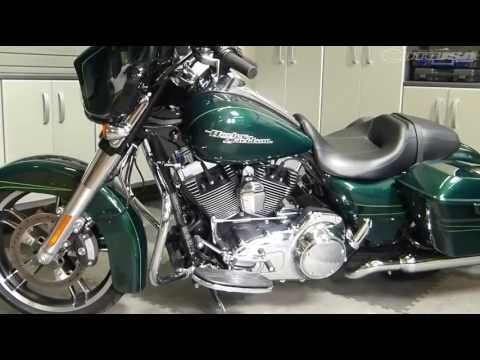 2015 Harley Street Glide vs Indian Chieftain Part 1 - MotoUSA