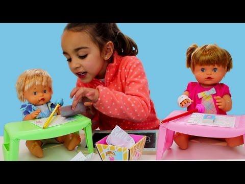 Nenuco al cole - Escuela Divertilandia! Baby doll at school.