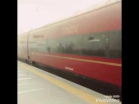 download lagu Arrivo è Partenza Del Treno Veloce Italo Alla Stazione gratis