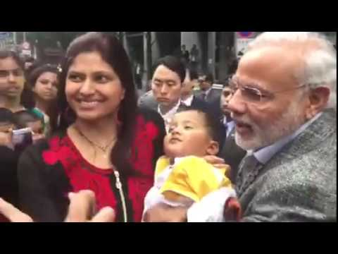 PM Modi lifts child in the air in South Korea - Raw video