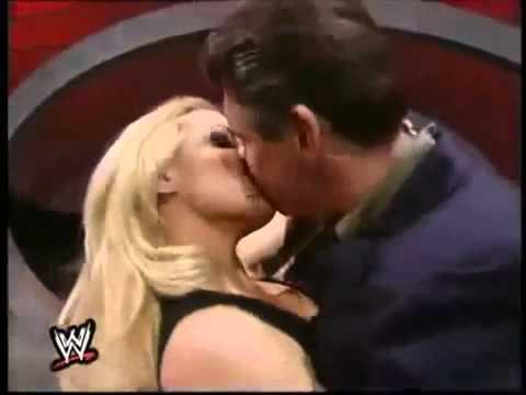 WWE Divas Kisses