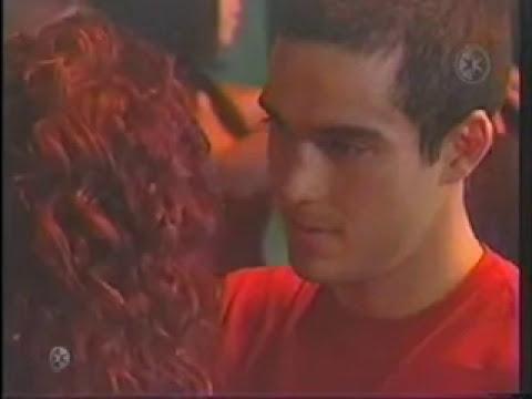 Mia ve a Miguel besarse con Luz viviana