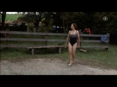 Sigourney Weaver big muscular legs & pretty feet