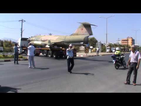YANKI-Turgutlu'da uçak anıtı taşınıyor.