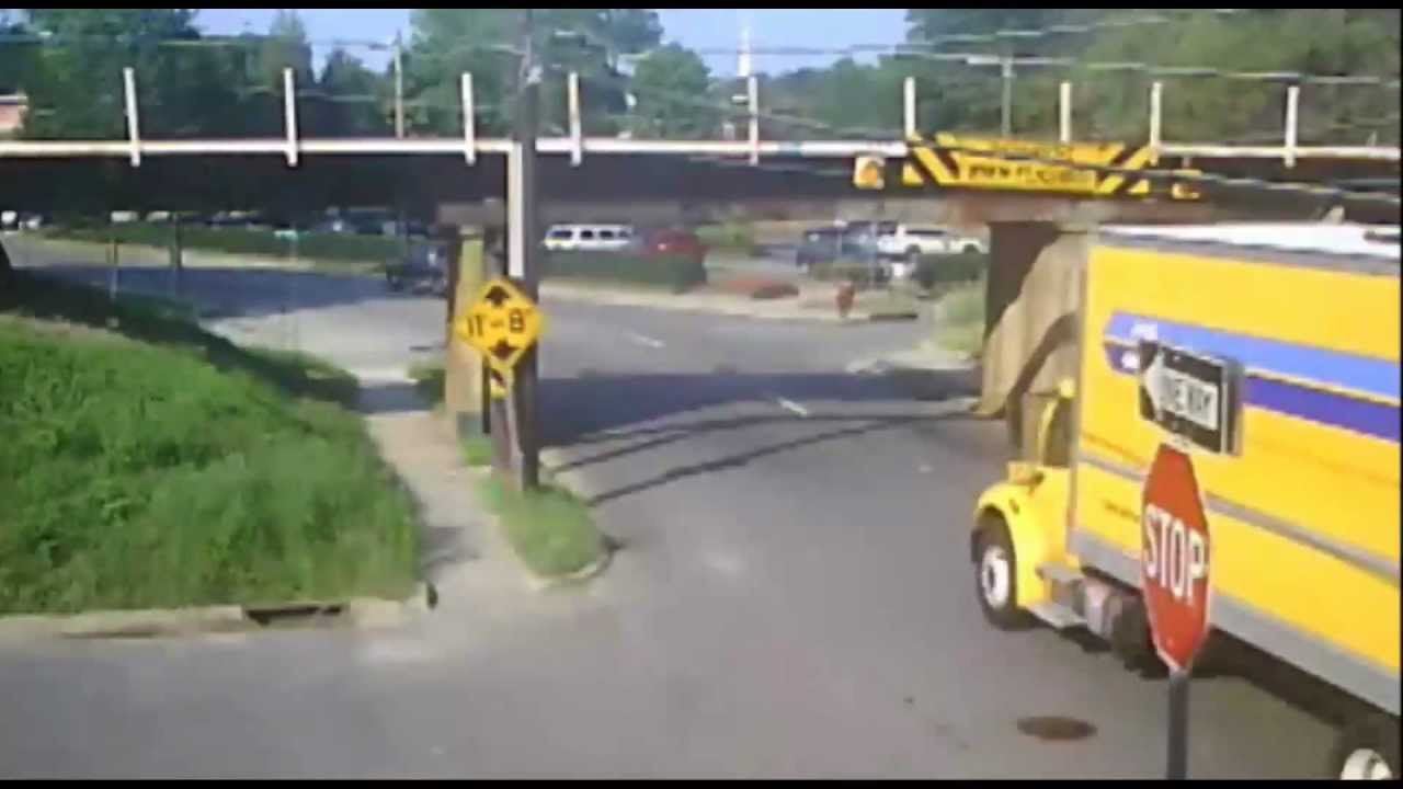Rental Truck And Rv Hit The 11foot8 Bridge Youtube