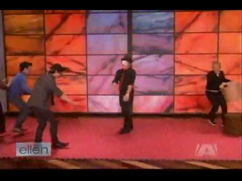 The Jonas Brothers Play Blindfolded Musical Chairs On Ellen (full) Music Videos