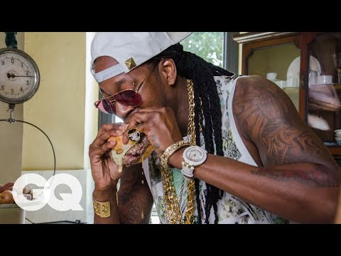 .@2Chainz Tries The World's Most Expensive Hamburger