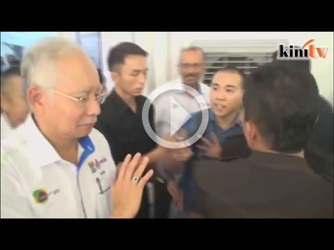 Sebut nama Mahathir, Najib bingkas beredar dari media
