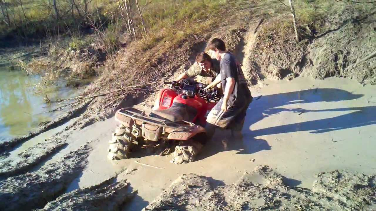 Honda Rancher 420 4x4 Muddin STUCK! - YouTube