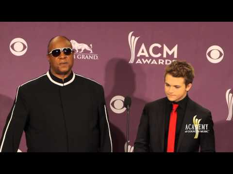 2013 ACM Awards Press Room - Stevie Wonder & Hunter Hayes