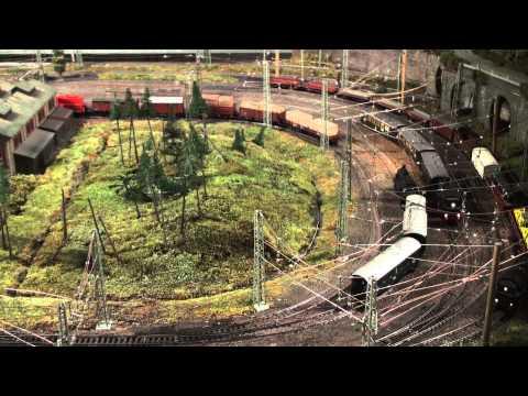 15 Züge automatisch kontrolliert, 15 trains running automatically: Märklin HO Modelleisenbahn Anlage