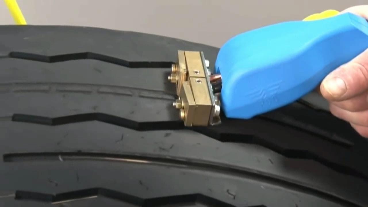 Как нарезать протектор на шине своими руками 12