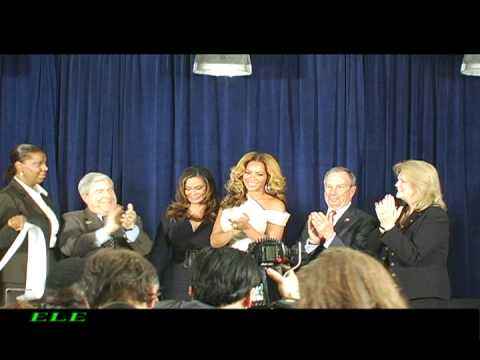 Beyonce Visits Phoenix House in Brooklyn - En La Escena