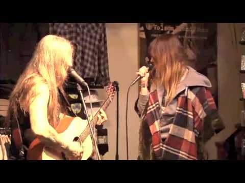 Wino&Jennifer Herrema sing a duet together