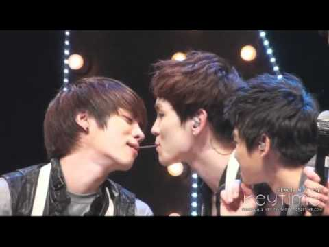 [fancam] 101122 Key and Jonghyun sharing a Pepero  - Thailand fan party Music Videos