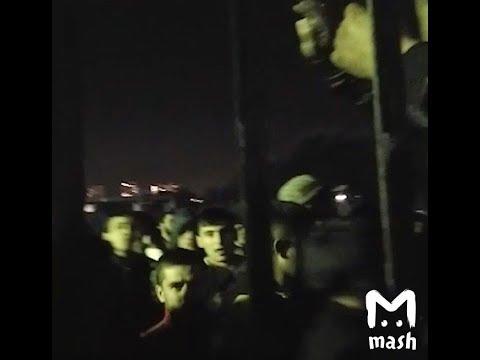 Прямо сейчас грузчики устроили беспорядки у ТЦ Москва