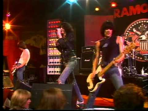 Ramones - 04 - Don't Come Close (live)