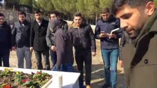 Akhisarlı şehit Ahmet Tezcan'ın silah arkadaşları naaşı başında dualar ile arkadşalarını andılar