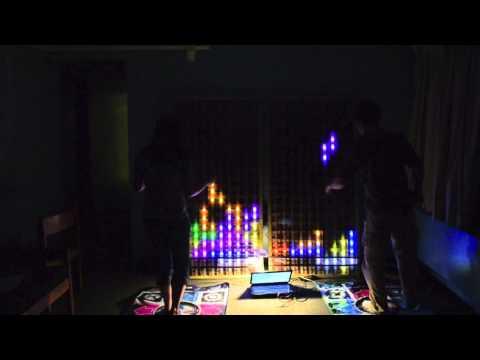 Dance Dance Revolution Tetris en una matriz LED de 6 pies de alto