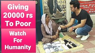 Giving 20000 rs To Poor People In Delhi || Social Experiment || Pranks in India || New Pranks 2019