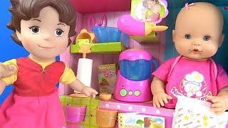 Nenuco mama zamanı mama yiyor Nenuco bebek kaka yapıyor ve yıkanıyor Heidi tuvalet eğitimi veriyor