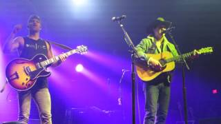 "Download Lagu Kip Moore & Jon Pardi ""Toubadour & Dust On A Bottle"" Live @ The Fillmore Philadelphia Gratis STAFABAND"