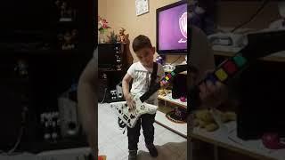 Andrés co guitar hero