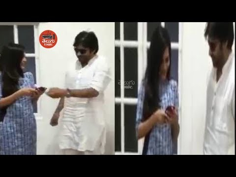 Ashu Reddy meets Pawan Kalyan || Junior Samantha Ashu Reddy Meets Power Star || Telugu Tonic