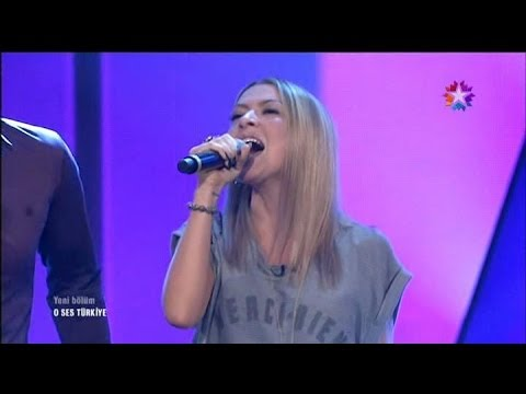 Hadise - Show Must Go On klip izle