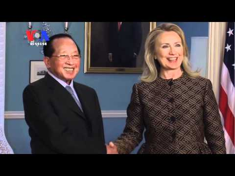 Foreign Minister, Clinton Meet Amid Growing Rights Concerns