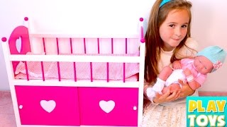 Baby Doll BABAY SITTER! 🎀 Setting up Dolls Room!