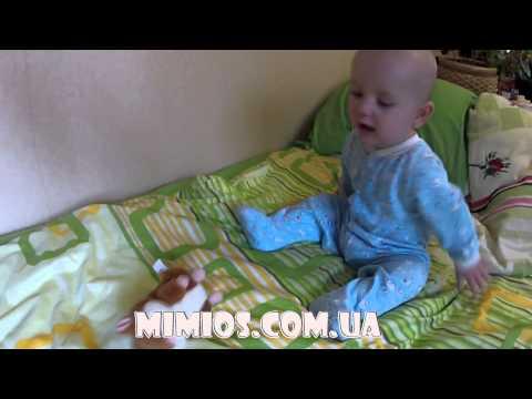 Говорящий хомяк общается с малышом