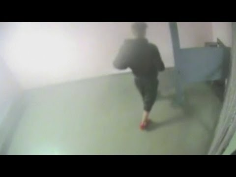 Justin Bieber footage: Bieber gives urine sample while in jail