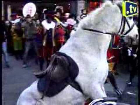 Sinterklaas Valt Van Z N Paard Youtube