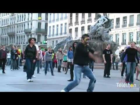 "Flashmob Téléthon Officiel ""TURN ME ON"" [David Guetta], Place des Terreaux Lyon 2011"