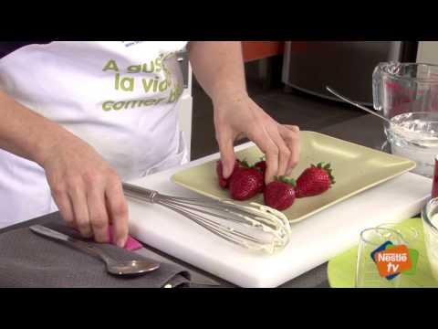 Tiramisú con yogur y fresones - Recetas de Postres Nestlé