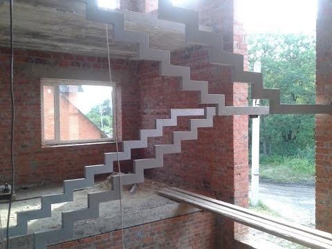 лестница на третий этаж , на металлических косоурах.